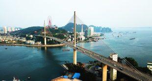 Cầu Bãi Cháy nối đôi bờ Cửa Lục đến giai đoạn này đã bắt đầu mãn tải.